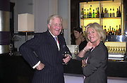 Sir Benjamin Slade and Ingrid Seward. Christopher's party. Thistle hotel. 101 Buckingham Palace Rd. London. . 28 September 2000. © Copyright Photograph by Dafydd Jones 66 Stockwell Park Rd. London SW9 0DA Tel 020 7733 0108 www.dafjones.com