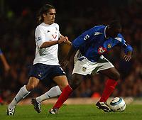 Fotball<br /> Premier League England 2004/2005<br /> 18.10.2004<br /> Foto: SBI/Digitalsport<br /> NORWAY ONLY<br /> <br /> Portsmouth v Tottenham Hotspur<br /> <br /> Portsmouth's Lua Lua gets away from Spurs' Pednes
