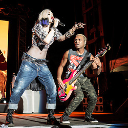 Gwen Stefani and Tony Kanal from No Doubt