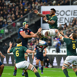 (R-L) Siya Kolisi of South Africa and Sebastien Vahaamahina of France during the test match between France and South Africa at Stade de France on November 18, 2017 in Paris, France. (Photo by Dave Winter/Icon Sport)