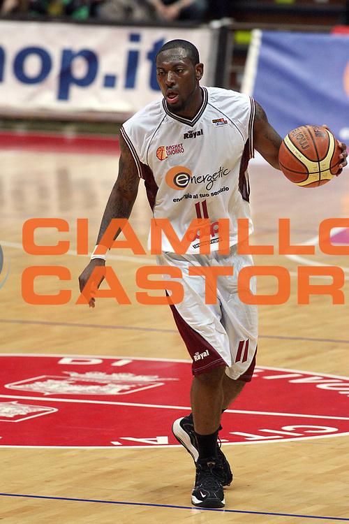 DESCRIZIONE : Livorno Lega A2 2008-09 Energetic Basket Livorno Trenkwalder Reggio Emilia<br /> GIOCATORE : Kemp Marcelus<br /> SQUADRA : Energetic Basket Livorno<br /> EVENTO : Campionato Lega A2 2008-2009<br /> GARA : Energetic Basket Livorno Trenkwalder Reggio Emilia<br /> DATA : 26/04/2009<br /> CATEGORIA : Palleggio<br /> SPORT : Pallacanestro<br /> AUTORE : Agenzia Ciamillo-Castoria/Stefano D'Errico