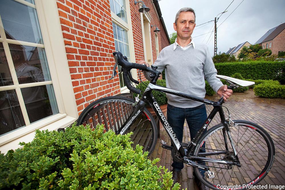 359695-Kurt Horemans met zijn gestolen fiets-Oude Liersebaan 47 Heist op den Berg
