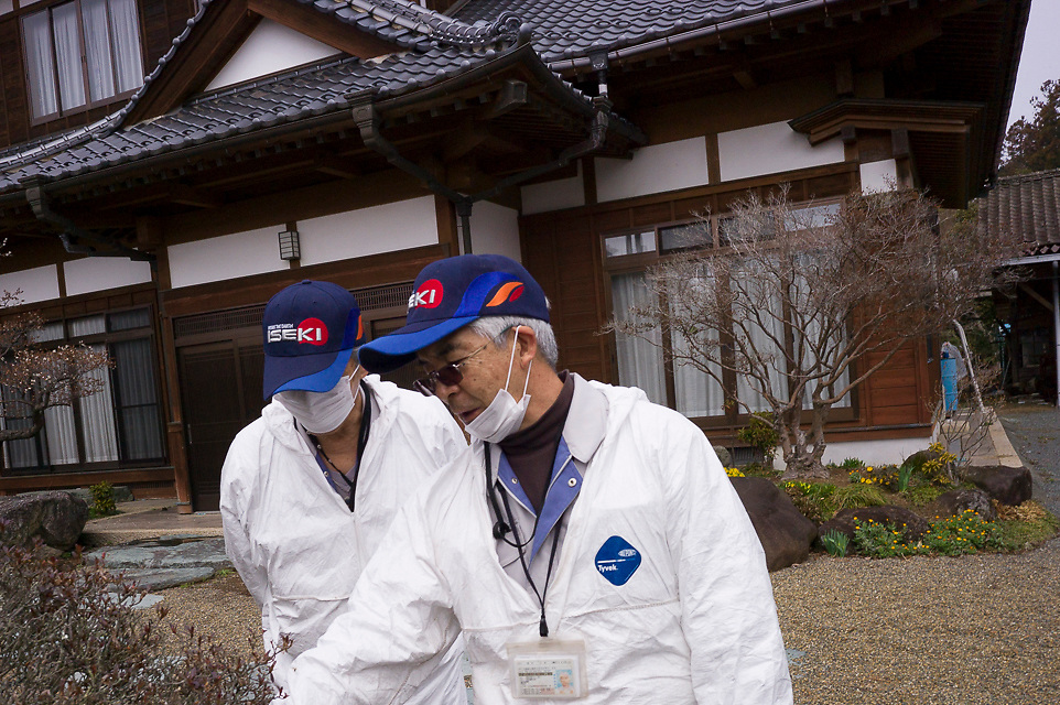 Okuma iFukishima <br /> HISATOMO SUZUKI, (white hair) leader of the Old Buffers' Corps of Okuma town, in the Fukushima radioactive evacuation zone; and his colleague NORISHIGE SUGIUCHI. for story with Richard Lloyd Perry.<br /> contact peter blakely prior to publication.