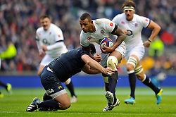 Courtney Lawes (England) goes on the charge - Photo mandatory by-line: Patrick Khachfe/JMP - Tel: Mobile: 07966 386802 09/11/2013 - SPORT - RUGBY UNION -  Twickenham Stadium, London - England v Argentina - QBE Autumn Internationals.