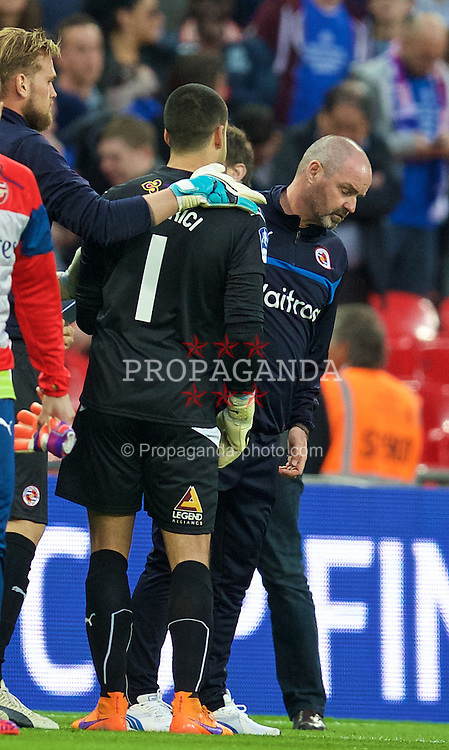 LONDON, ENGLAND - Saturday, April 18, 2015: Reading's goalkeeper Adam Federici is consoled by Steve Clarke after his mistake gifted Arsenal a 2-1 extra time victory during the FA Cup Semi-Final match at Wembley Stadium. (Pic by David Rawcliffe/Propaganda)