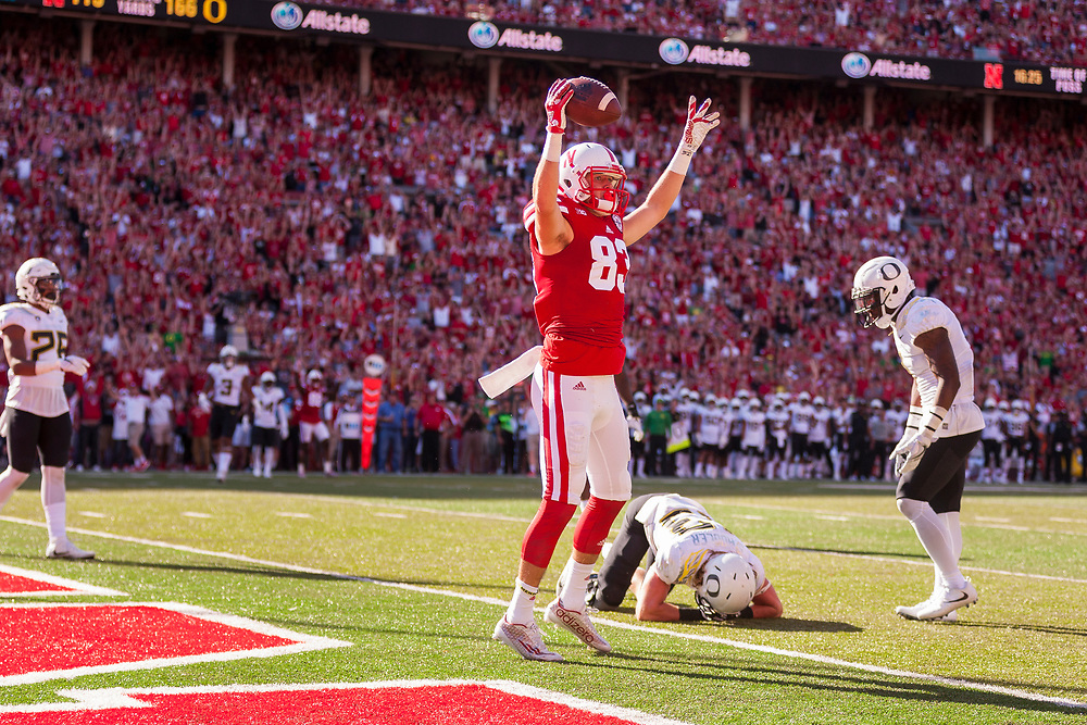 Bryan Reimers (83) of the Nebraska Cornhuskers makes a touchdown catch during Nebraska's game against Oregon at Memorial Stadium in Lincoln, Neb. on Sept. 17, 2016. Photo by Aaron Babcock, Hail Varsity