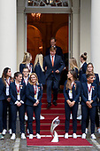 Koning Willem-Alexander ontvangt team vrouwenvoetbal