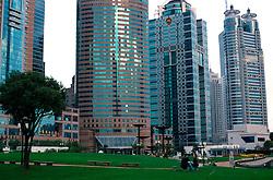 CHINA SHANGHAI NOV01 - Couple sit in artificial park in the heart of Pudong Financial District.. . . jre/Photo by Jiri Rezac. . © Jiri Rezac 2001. . Contact: +44 (0) 7050 110 417. Mobile:  +44 (0) 7801 337 683. Office:  +44 (0) 20 8968 9635. . Email:   jiri@jirirezac.com. Web:     www.jirirezac.com