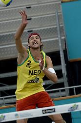 24-08-2006: VOLLEYBAL: NESTEA EUROPEAN CHAMPIONSHIP BEACHVOLLEYBALL: SCHEVENINGEN<br /> Emiel Boersma wint ook de 2de ronde<br /> ©2006-WWW.FOTOHOOGENDOORN.NL