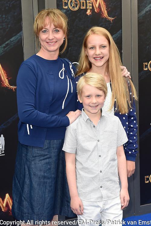 Filmpremiere Code M in het De LaMar Theater, Amsterdam.<br /> <br /> Op de foto:  Bianca Krijgsman met haar kinderen Lizzy en Bob-jan
