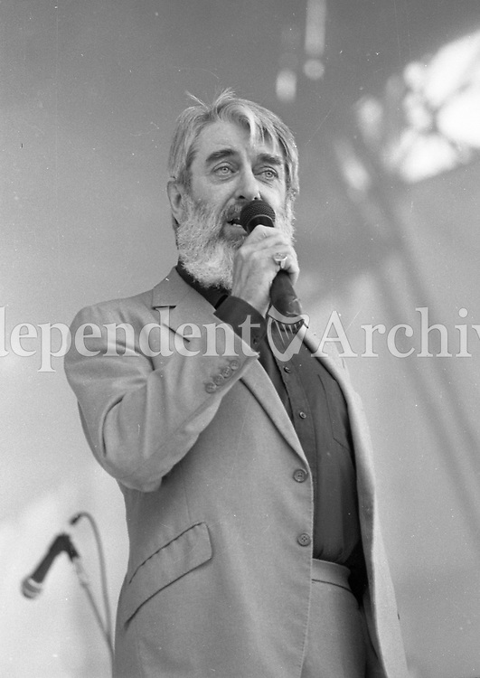 Ronnie Drew of the Dubliners on stage during the Self-Aid benefit concert in the RDS, 17/05/1986 (Part of the Inependent Newspapers Ireland/NLI Collection).