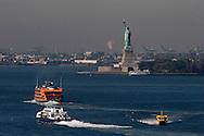 New York. the island of liberty statue  in the port / la statue de la liberte l ile  New york