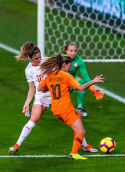 09-11-2018 NED: UEFA WC play-off final Netherlands - Switzerland, Utrecht<br /> European qualifying for the 2019 FIFA Women's World Cup - / Daniëlle van de Donk #10 of Netherlands, Luana Buhler #22 of Switzerland, Gaelle Thalmann #1 of Switzerland