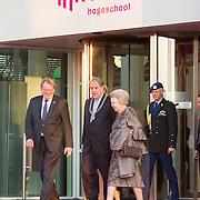 NLD/Delft/20160316 - Prinses Mabel en Prinses Beatrix aanwezig bij uitreiking Prins Friso Ingenieursprijs 2016, Prinses Beatrix en burgemeester Bas Verkerk