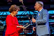AMSTERDAM - Prinses Margriet neemt het boek 'Trouw - 75 jaar tegen de stroom in' in ontvangst tijdens het 75-jarig jubileum van dagblad Trouw. ANP ROYAL IMAGES ROBIN UTRECHT