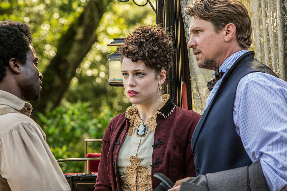 "David Kenny as Clyde, Jessica de Gout as Elizabeth Hawkes and Marc Blucas as John Hawkes meet in WGN America's ""Underground."""