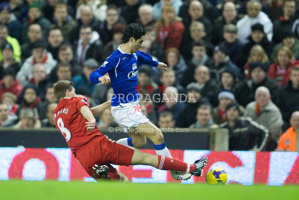 LIVERPOOL, ENGLAND - Monday, January 19, 2009: Liverpool's captain Steven Gerrard MBE and Everton's Mikel Arteta during the Premiership match at Anfield. (Photo by David Rawcliffe/Propaganda)