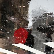 New york,  shadows of pedestrians , people walking in the streets   New York, Manhattan - United states / jeux d'ombre sur les passants marchant dans les rues et sur la cinquieme avenue  Manhattan, New York - Etats-unis