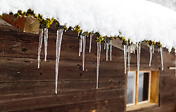 THEMENBILD - Eiszapfen hängen von einem Bauernhaus herunter, aufgenommen am 12. November 2016, Krimml, Österreich // Icicles hanging down from a farmhouse, Krimml, Austria on 2016/11/12. EXPA Pictures © 2016, PhotoCredit: EXPA/ JFK