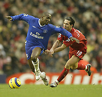 Fotball<br /> Premier League England 2004/2005<br /> Foto: SBI/Digitalsport<br /> NORWAY ONLY<br /> <br /> Liverpool v Chelsea<br /> FA Barclays Premiership, Anfield, 01/01/05<br /> <br /> Liverpool's Luis Garcia and Chelsea's Claude Makelele