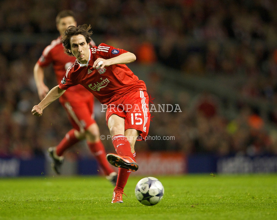 LIVERPOOL, ENGLAND - Wednesday, April 8, 2009: Liverpool's Yossi Benayoun in action against Chelsea during the UEFA Champions League Quarter-Final 1st Leg match at Anfield. (Photo by David Rawcliffe/Propaganda)