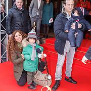 NLD/Amsterdam/20160117 - Premiere Woezel & Pip Op zoek naar de Sloddervos !, Najib Amhali, partner Niama El Bahi - le Boudoir en kind Noah