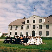 N&yacute;st&uacute;dentar fr&aacute; menntask&oacute;lanum &iacute; Reykjavik, 17 j&uacute;n&iacute; 1964<br /> <br /> New graduates from Reykjav&iacute;k High School, 17 June (National Day) 1964