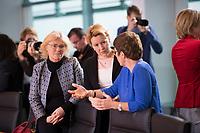 DEU, Deutschland, Germany, Berlin, 08.01.2020: V.l.n.r. Bundesjustizministerin Christine Lambrecht (SPD), Bundesfamilienministerin Dr. Franziska Giffey (SPD), Bundesverteidigungsministerin Annegret Kramp-Karrenbauer (CDU) vor Beginn der 80. Kabinettsitzung im Bundeskanzleramt.