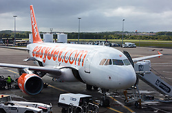 THEMENBILD - ein Flugzeug mit der Kennung G-EZIP, der Fluglinie EasyJet nach der Landung am Flughafen Edinburgh, Schottland, aufgenommen am 06.06.2015 // an aircraft with the registration G-EZIP of the airline EasyJet after the Landing at the Airport Edinburgh, Scotland on 2015/06/06. EXPA Pictures © 2015, PhotoCredit: EXPA/ JFK