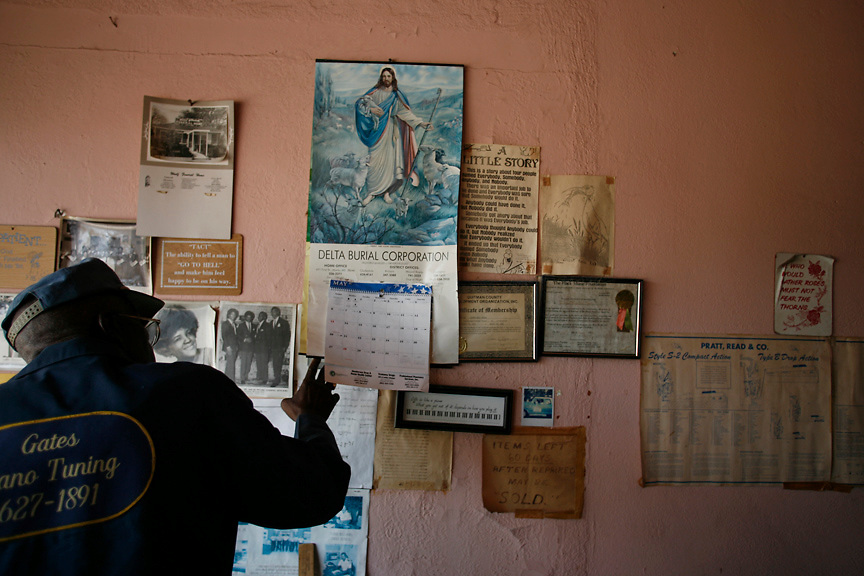 Mr. Gates checks the date, Clarksdale, Miss., 2007. <br /> Photo by D.L. Anderson