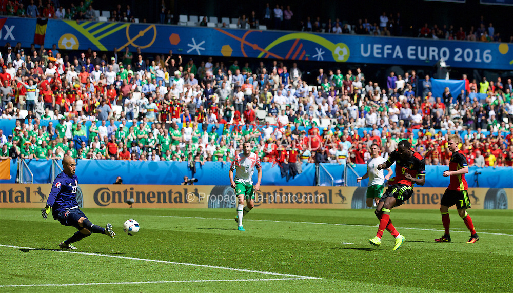 BORDEAUX, FRANCE - Saturday, June 18, 2016: Belgium's Romelu Lukaku scores his second goal to make the score 3-0 during the UEFA Euro 2016 Championship Group E match against the Republic of Ireland at Stade de Bordeaux. (Pic by Paul Greenwood/Propaganda)