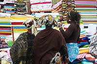 Senegal, Dakar. Marche dans les rues autour du marche Sandaga. // Senegal. Dakar. Street market around Sandaga market.