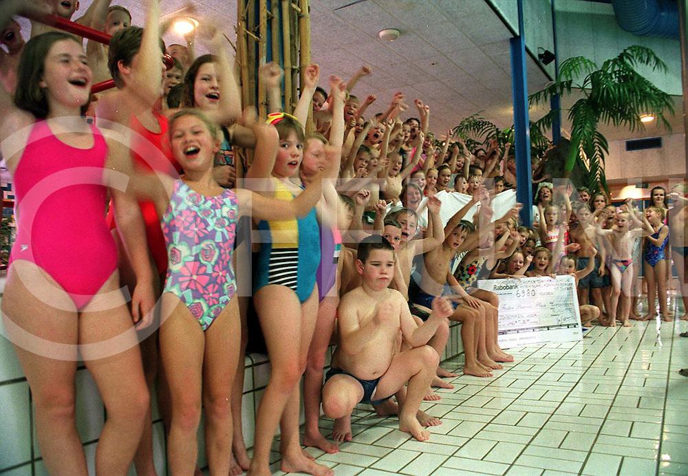 hardenberg : zwemmen voor foster parents plan..foto frank uijlenbroek@1995