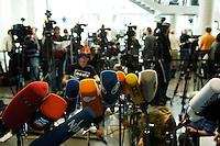 25 APR 2005, BERLIN/GERMANY:<br /> Aufgebaute Mikrofone vor dem Sitzungsaal, waehrend   der Vernehmung von J oschka F ischer durch den 2. Untersuchungsausschuss des Deutschen Bundestages, dem sog. Visa-Ausschuss, Anhoerungssaal, Marie-Elisabeth-Lueders-Haus, Deutscher Bundestag<br /> IMAGE: 20050425-01-056<br /> KEYWORDS: Visa-Affäre, Visa-Affaere, microphone, Journalist, Journalisten