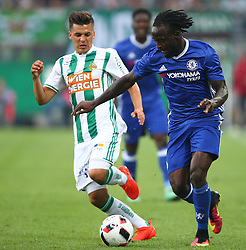 16.07.2016, Allianz Stadion, Wien, AUT, Testspiel, SK Rapid Wien vs Chelsea FC, im Bild Tamas Szanto (SK Rapid Wien) und Victor Moses (Chelsea FC) // during a Austrian Bundesliga Football test match between SK Rapid Vienna and Chelsea FC at the Allianz Stadion, Wien, Austria on 2016/07/16. EXPA Pictures © 2016, PhotoCredit: EXPA/ Thomas Haumer