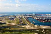 Nederland, Zuid-Holland, Rotterdam, 15-07-2012; zicht op de Eerste Maasvlakte met links de Tweede Maasvlakte. Links het eindpunt van de Betuweroute, rangeerterrein en opstelsporen, op de Maasvlakte ertsoverslag, containerterminal en de poederkoolgestookte elektricitieitscentrale van E.ON (EON)..First Maasvlakte with Second Maasvlakte (left). Left the freight railway Betuweroute, on the Maasvlakte ore transhipment, container terminal and the powdered coal-fired power plant of E. ON (EON)..luchtfoto (toeslag); aerial photo (additional fee required); .foto Siebe Swart / photo Siebe Swart