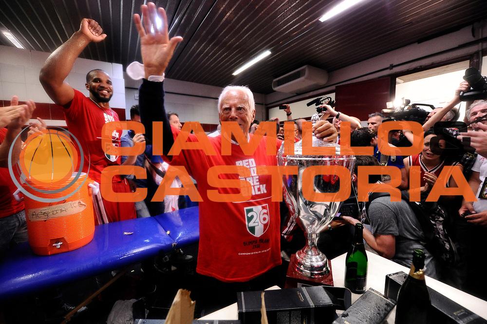 DESCRIZIONE : Milano Lega A 2013-14 EA7 Emporio Armani Milano vs Montepaschi Siena playoff Finale gara 7<br /> GIOCATORE : Giorgio Armani<br /> CATEGORIA : postgame post game<br /> SQUADRA : EA7 Emporio Armani Milano<br /> EVENTO : Finale gara 7 playoff<br /> GARA : EA7 Emporio Armani Milano vs Montepaschi Siena playoff Finale gara 7<br /> DATA : 27/06/2014<br /> SPORT : Pallacanestro <br /> AUTORE : Agenzia Ciamillo-Castoria/M.Marchi<br /> Galleria : Lega Basket A 2013-2014  <br /> Fotonotizia : Milano<br /> Lega A 2013-14 EA7 Emporio Armani Milano vs Montepaschi Siena playoff Finale gara 7<br /> Predefinita :