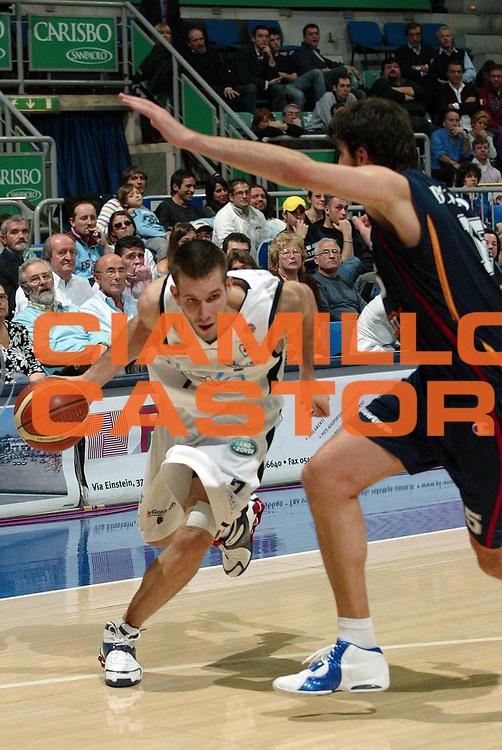 DESCRIZIONE : Bologna Lega A1 2005-06  Climamio Fortitudo Bologna Lottomatica Virtus Roma <br /> GIOCATORE : Becirovic<br /> SQUADRA :  Fortitudo Climamio Bologna<br /> EVENTO : Campionato Lega A1 2005-2006<br /> GARA : Climamio Fortitudo Bologna Lottomatica Virtus Roma<br /> DATA : 26/03/2006 <br /> CATEGORIA : Penetrazione<br /> SPORT : Pallacanestro <br /> AUTORE : Agenzia Ciamillo-Castoria/G.Livaldi