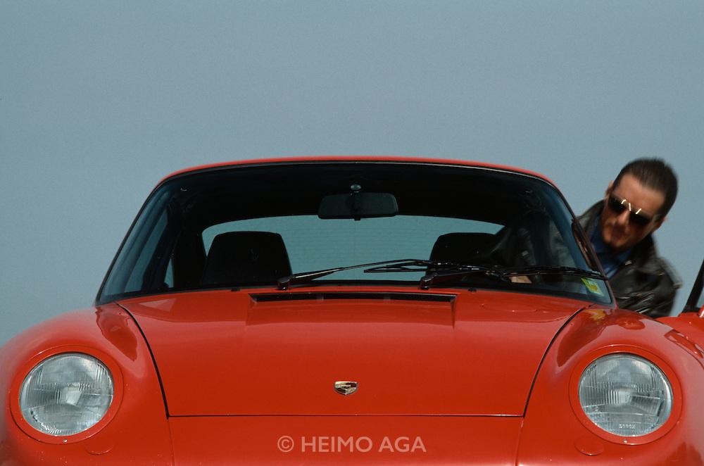 Falco testing the limited edition Porsche 959.