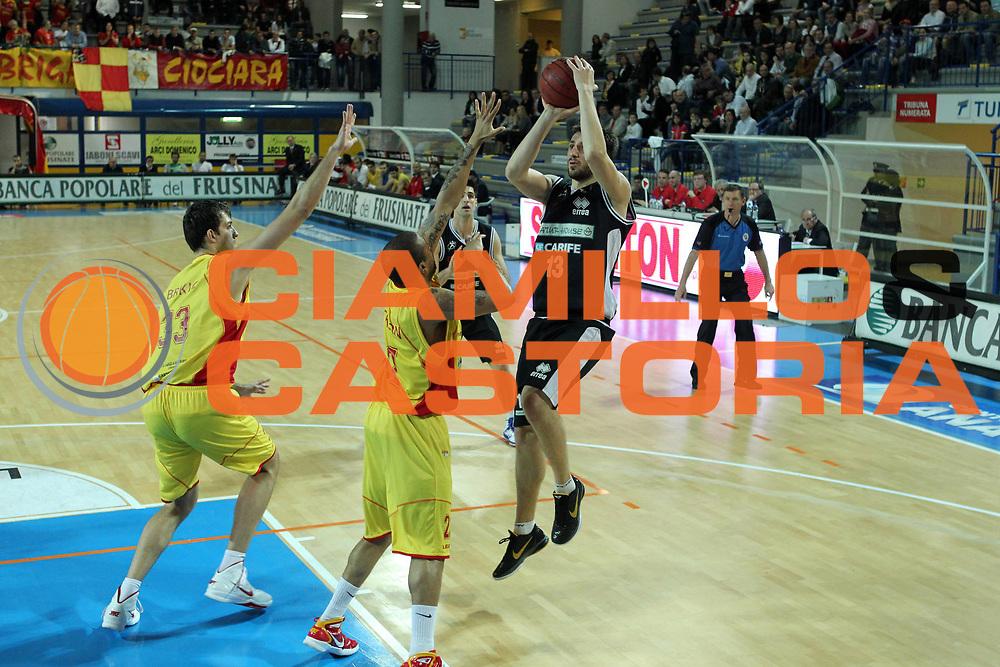 DESCRIZIONE : Frosinone Lega Due 2010-11 Prima Veroli Naturhouse Ferrara<br /> GIOCATORE :  Klaudio Ndoja<br /> SQUADRA : Naturhouse Ferrara<br /> EVENTO : Campionato Lega Due 2010-2011<br /> GARA : Prima Veroli Naturhouse Ferrara<br /> DATA : 09/04/2011<br /> CATEGORIA : tiro<br /> SPORT : Pallacanestro<br /> AUTORE : Agenzia Ciamillo-Castoria/A.Ciucci<br /> Galleria : Lega Basket Due 2010-2011<br /> Fotonotizia : Frosinone Lega Due 2010-11 Prima Veroli Naturhouse Ferrara<br /> Predefinita :