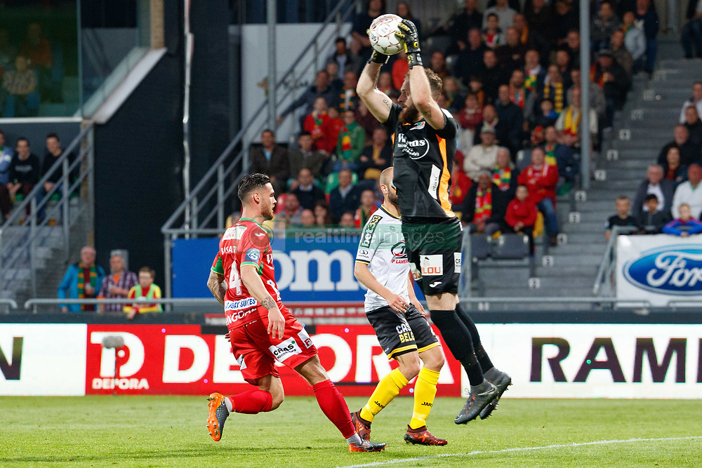 May 9, 2018 - Oostende, BELGIUM - Oostende's goalkeeper Mike Vanhamel and Lokeren's Robin Soder fight for the ball during a soccer game between KV Oostende and Sporting Lokeren, in Oostende, Wednesday 09 May 2018, on day eight of the Play-Off 2B of the Belgian soccer championship. BELGA PHOTO KURT DESPLENTER (Credit Image: © Kurt Desplenter/Belga via ZUMA Press)