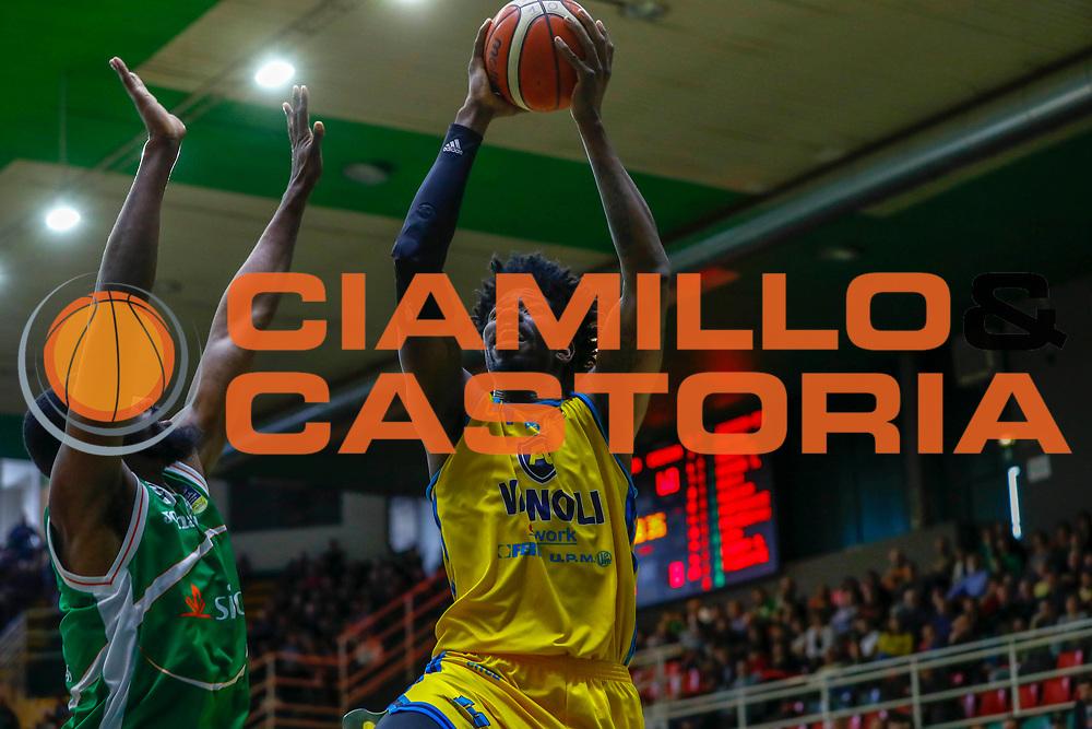 Sims Henry<br /> Sidigas Avellino - Vanoli Basket Cremona<br /> Lega Basket Serie A 2017/2018<br /> Avellino, 08/04/2018<br /> Foto Ciamillo-Castoria/A. De Lise