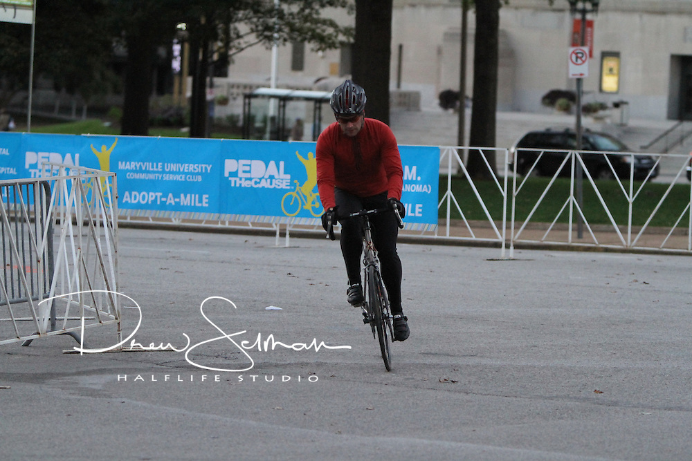Pedal the Cause 2012.Volunteers.St. Louis, MO.07-OCT-2012..Credit: Scott Neer / Halflife Studio