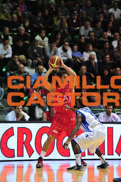 DESCRIZIONE : LegaBasket Serie A 2013-14 Dinamo Banco di Sardegna Sassari - Olimpia EA7 Emporio Armani Milano<br /> GIOCATORE : Bruno Cerella<br /> CATEGORIA : Passaggio<br /> SQUADRA :  Olimpia EA7 Emporio Armani Milano<br /> EVENTO : Campionato Serie A 2013-14<br /> GARA : Dinamo Banco di Sardegna Sassari - Olimpia EA7 Emporio Armani Milano<br /> DATA : 05/01/2014<br /> SPORT : Pallacanestro <br /> AUTORE : Agenzia Ciamillo-Castoria / M.Turrini<br /> Galleria : Lega Basket Serie A Beko 2013-2014  <br /> Fotonotizia : LegaBasket Serie A 2013-14 Dinamo Banco di Sardegna Sassari - Olimpia EA7 Emporio Armani Milano<br /> Predefinita :