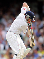 © SPORTZPICS / Seconds Left Images 2009 - Ian Bell shuts eyes & turns away from a Mitchell Johnson bouncer with poor results as he defends with his helmet and bat without control -    England v Australia - The Ashes 2009 - 5th npower Test  Match - Day 1 - 20/08/09 - The Brit Oval - London -  UK - All Rights Reserved