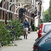 NLD/Amsterdam/20070809 - Tooske Ragas - Breugem wandelend naar huis in Amsterdam