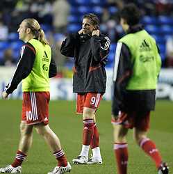 Reading, England - Saturday, December 8, 2007: Liverpool's Fernando Torres warms-up before the Premiership match against Reading at the Madejski Stadium. (Photo by David Rawcliffe/Propaganda)