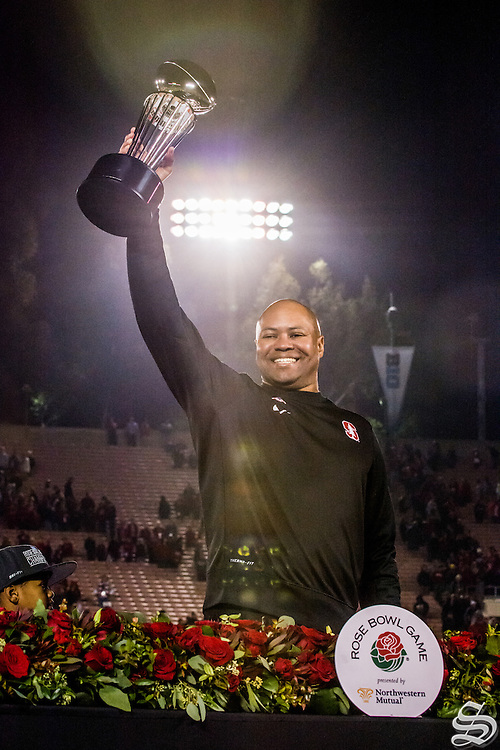 Head coach David Shaw holds up the Rose Bowl Game Trophy