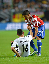 14.08.2013, Fritz Walter Stadion, Kaiserslautern, GER, Testspiel, Deutschland vs Paraguay, im Bild Fair-Play Fairplay Richard Ortiz (PAR) (rechts) hilft Ilkay Guendogan (GER) nach Foul auf Aktion // during the international friendly match between Germany and Paraguay at Fritz Walter Stadium, Kaiserslautern, Germany on 2013/08/14. EXPA Pictures &copy; 2013, PhotoCredit: EXPA/ Eibner/ Michael Weber<br /> <br /> ***** ATTENTION - OUT OF GER *****