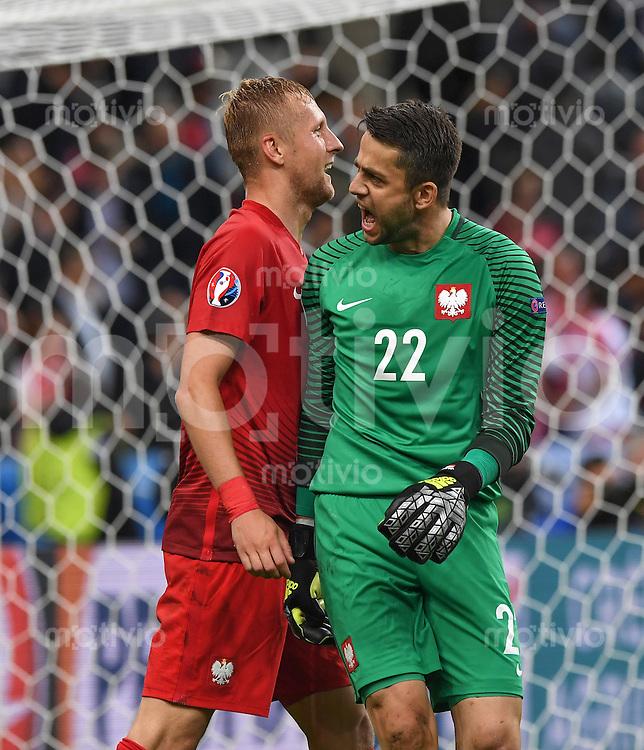 FUSSBALL EURO 2016 GRUPPE C IN PARIS Deutschland - Polen    16.06.2016 Kamil Glik (li) und Lukasz Fabianski (re, beide Polen) freuen sich nach dem Abpfiff